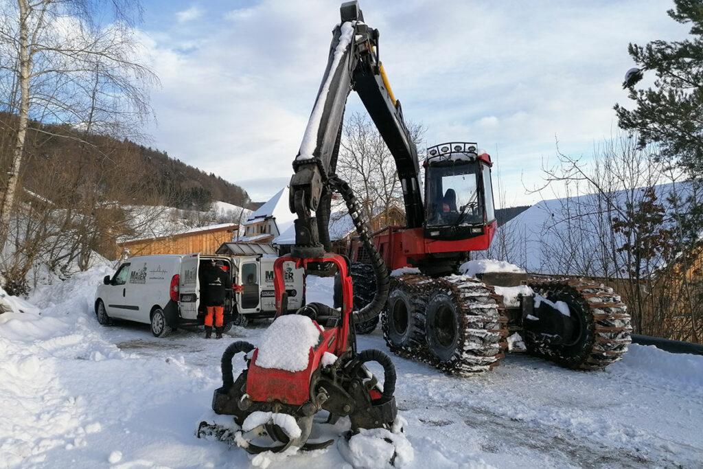 Harvester im Schnee
